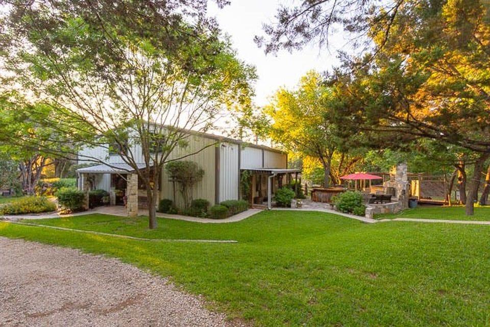 Kerrville, TX 2.75 acre 2,448sqft 3bed 3bath Barn Home