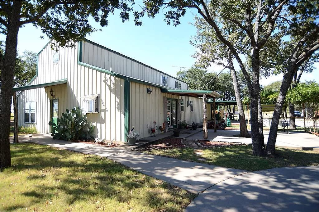 Nocona, Texas Barndo with 11acres